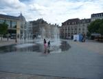 20120805 kids in fountain